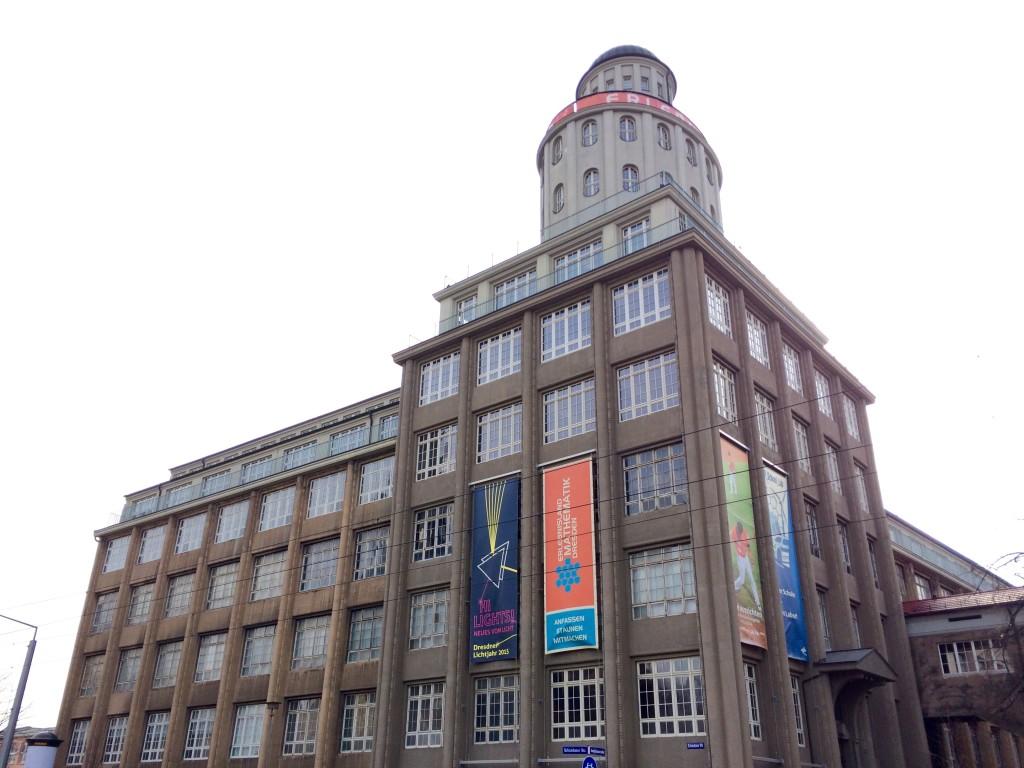 Museeums-Freunde sollten umbedingt die Technische Sammlung Dresden besuchen und sich von den wechselnden Ausstellungen und Projekten begeistern lassen!