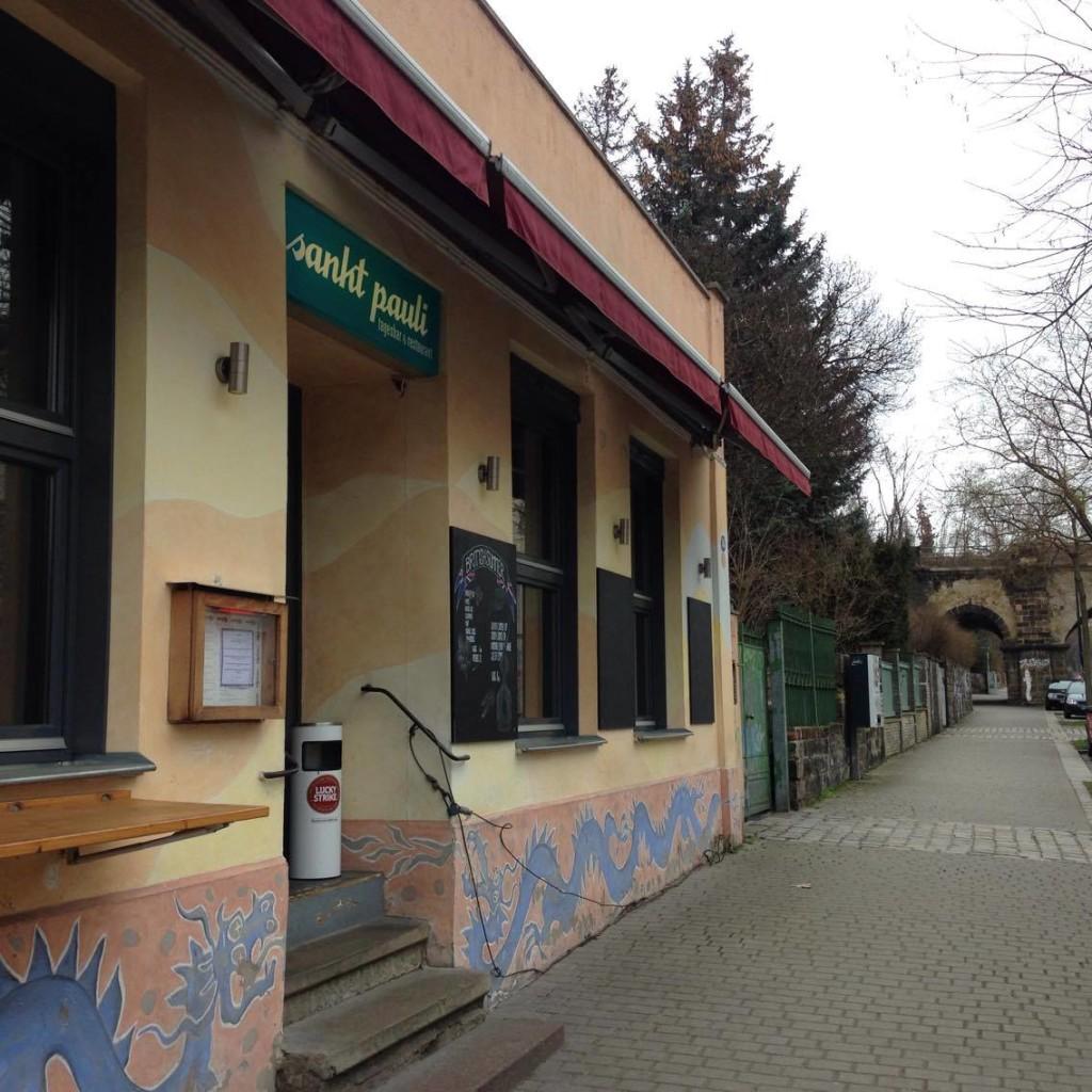 """Das Szenelokal""""Sankt Pauli Tagesbar und Restaurant"""" findest du auf der Tannenstraße 56"""