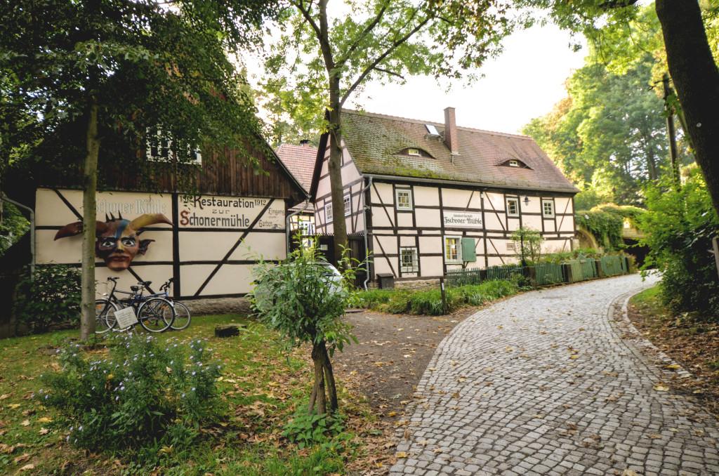 Vorderansicht der Zschoner Mühle, ein romantisches Restaurant