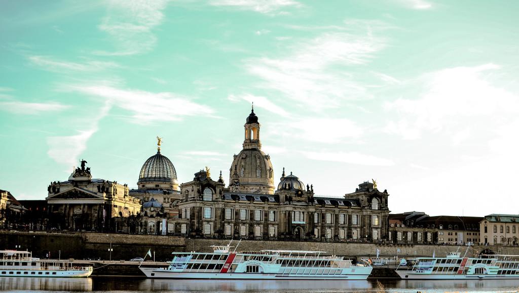 Dresden_Skyline_Elbufer