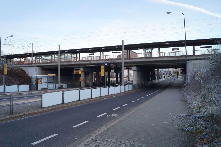 Am Haltepunkt Dobritz verkehrt die S1 zwischen Meißen und und Schöna