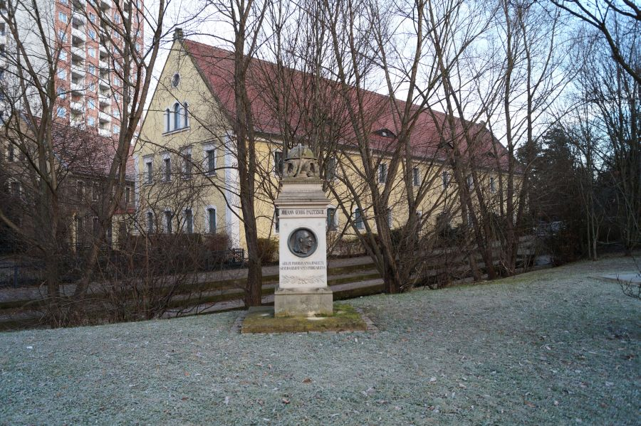 Das Palitzsch-Denkmal befindet sich vor dem Palitzsch-Museum