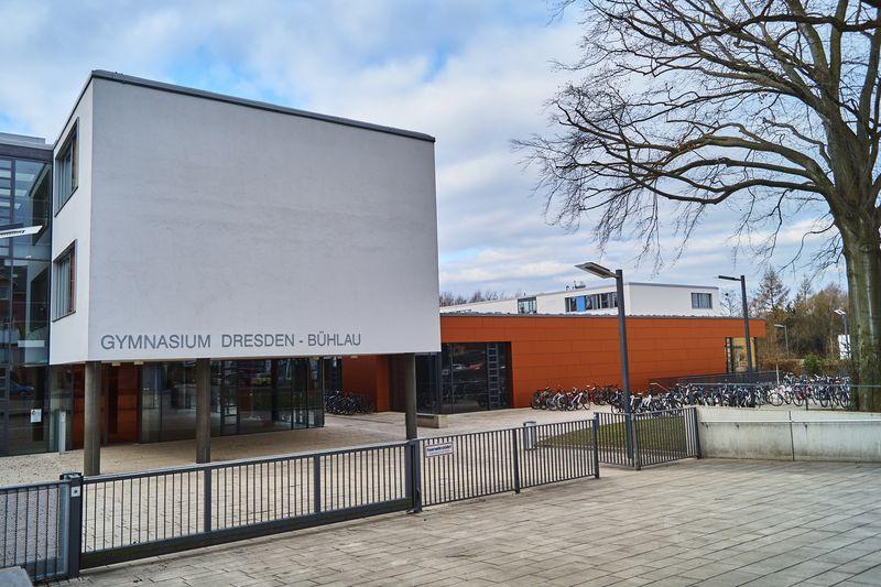Das Gymnasium in Bühlau wirkt sehr modern und bietet viel Platz.