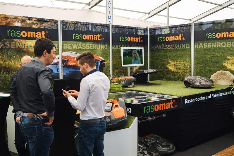 Die Roboter für die Rasenpflege erleichtern die Hausarbeit