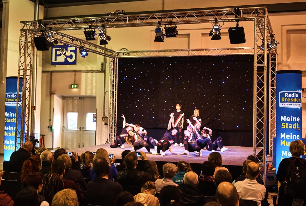 Tanz- und Sportgruppen unterhielten mit ihrer Performance jeden Besucher.