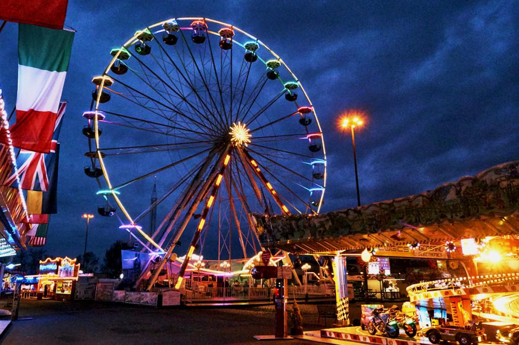 Das 1. Dresdner Frühlingsfest lädt mit seinen spaßigen Attraktionen und süßen Verführungen jeden Besucher herzlich ein.