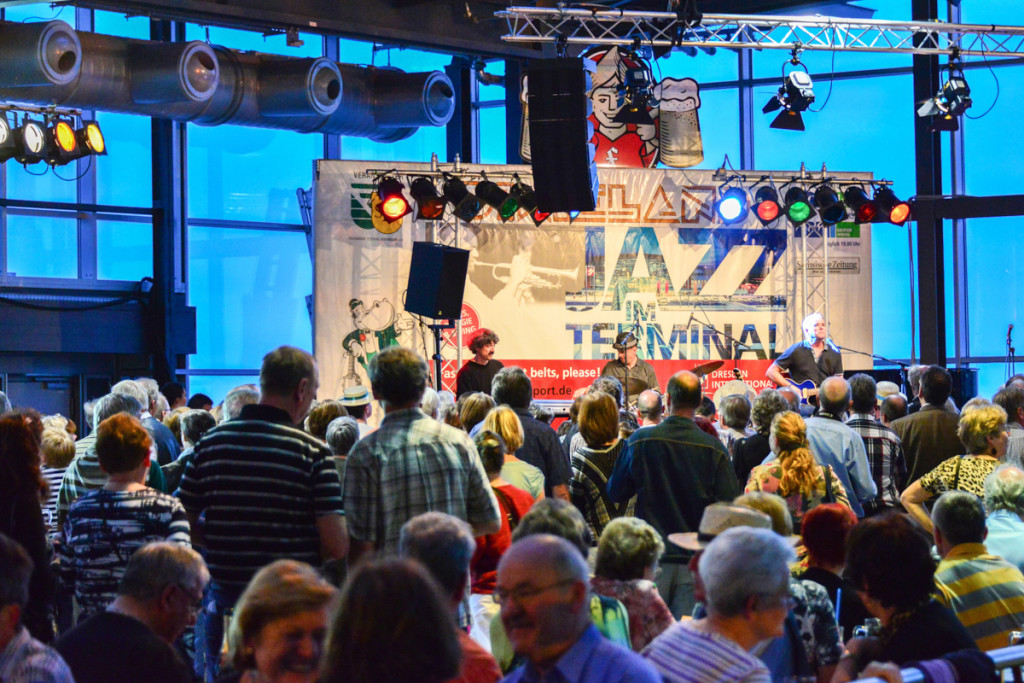 Die Veranstaltung im Dresdner Flughafen lockt viele Fans an. Foto © by Hendrik Meyer