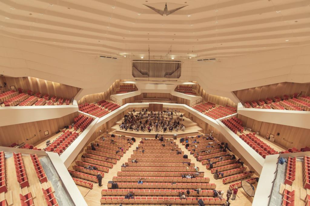 Im Konzertsaal spielen viele nationale und internationale Orchester und sorgen für Begeisterung. Foto von Jörg Simanowski