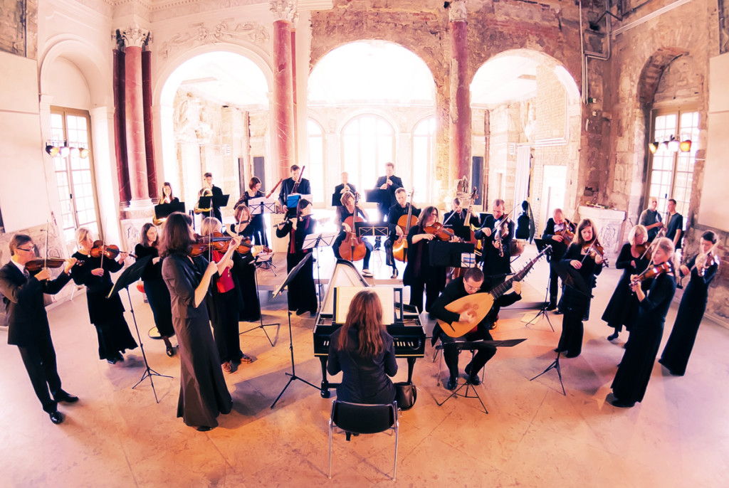 Das Dresdner Barockorchester. Foto von Florian Manuel Fügemann-