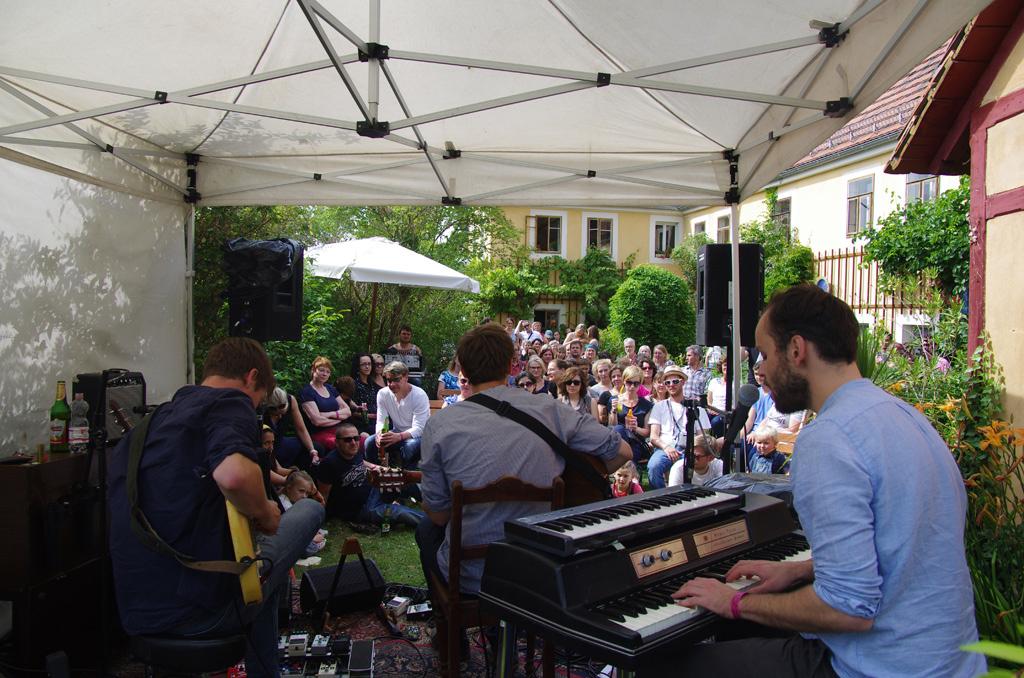 Entspannte Atmosphäre beim Gartenkonzert in Hosterwitz. © Elbhangfest