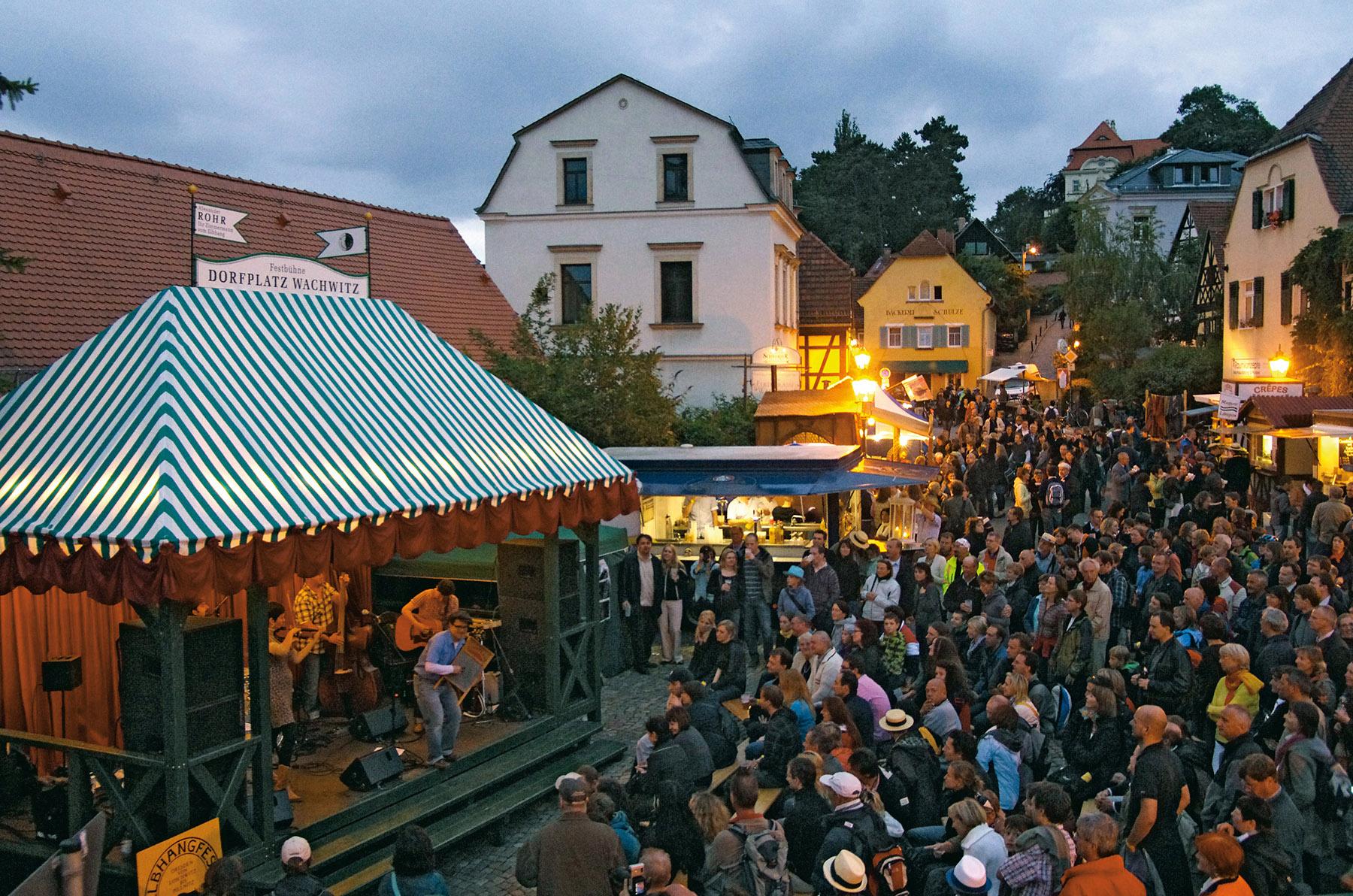 Bei Besuchern beliebt: Die Wachwitzer Festbühne. © Elbhangfest