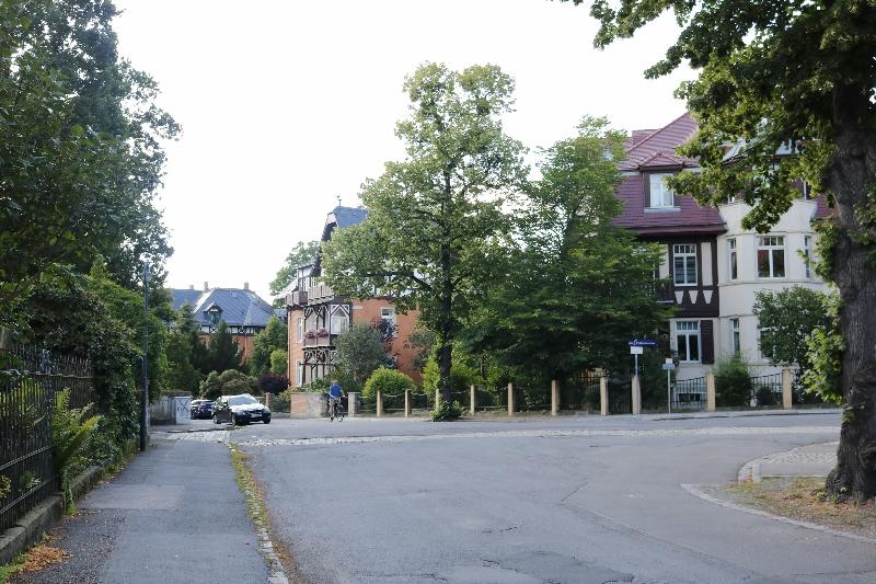 Wenig Straßenverkehr sorgt für eine ruhige Umgebung in Loschwitz.