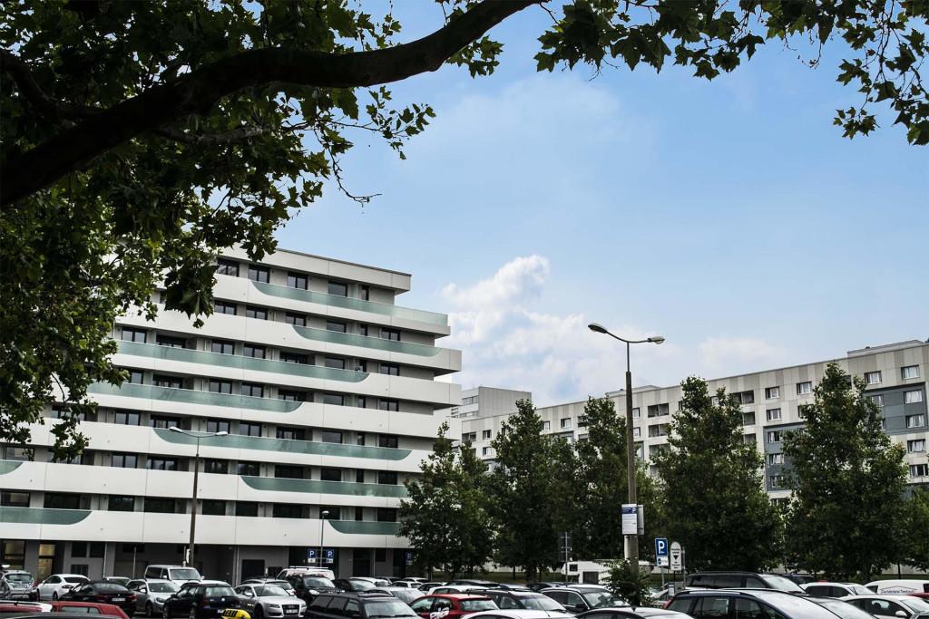 Auch Plattenbauten findet man in Dobritz