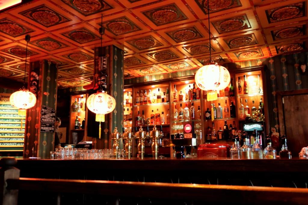 An der Bar gibt es eine große Auswahl an leckeren Drinks.