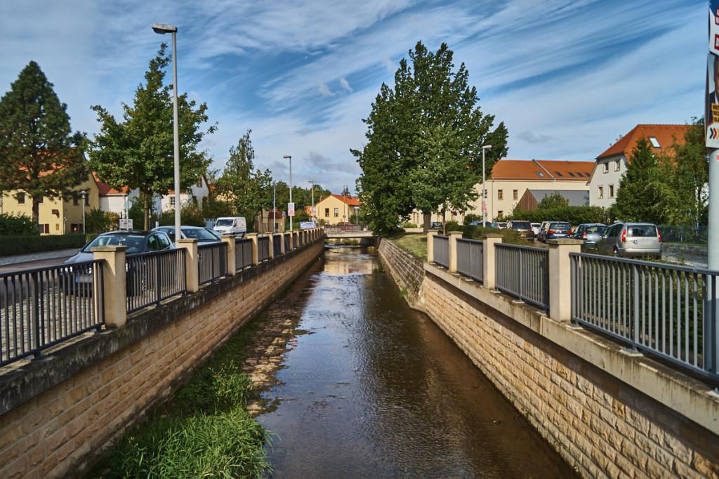 Der Lockwitzbach fließt durch Niedersedlitz.