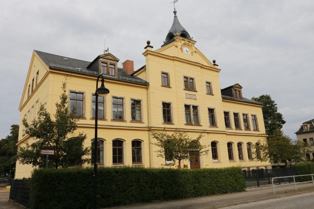 Die Schule in Cossebaude.