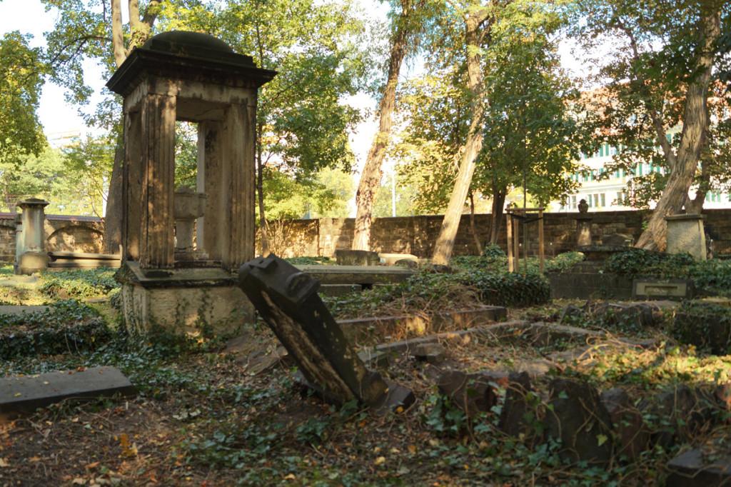 Die Geschichten der Denkmalgeschützen Friedhöfe sind sehr interessant!