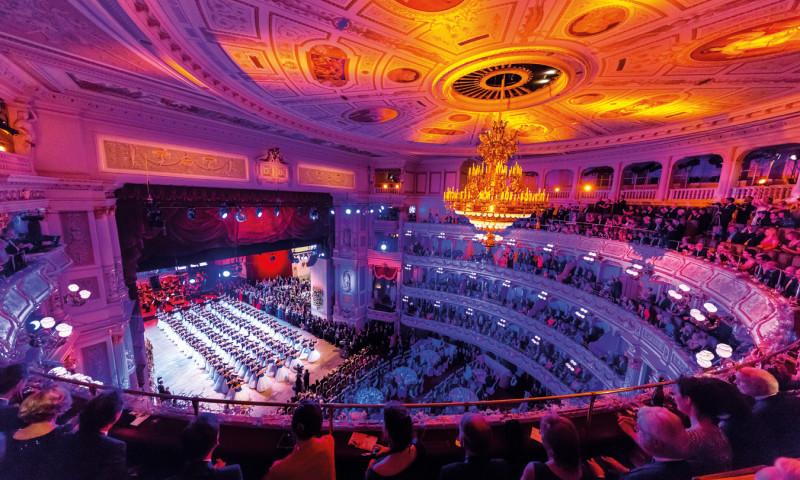 ©PR Der Saal wird in ein magisches Ambiente geworfen!