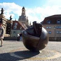 Dresden_Frauenkirche_Planetendenkmal