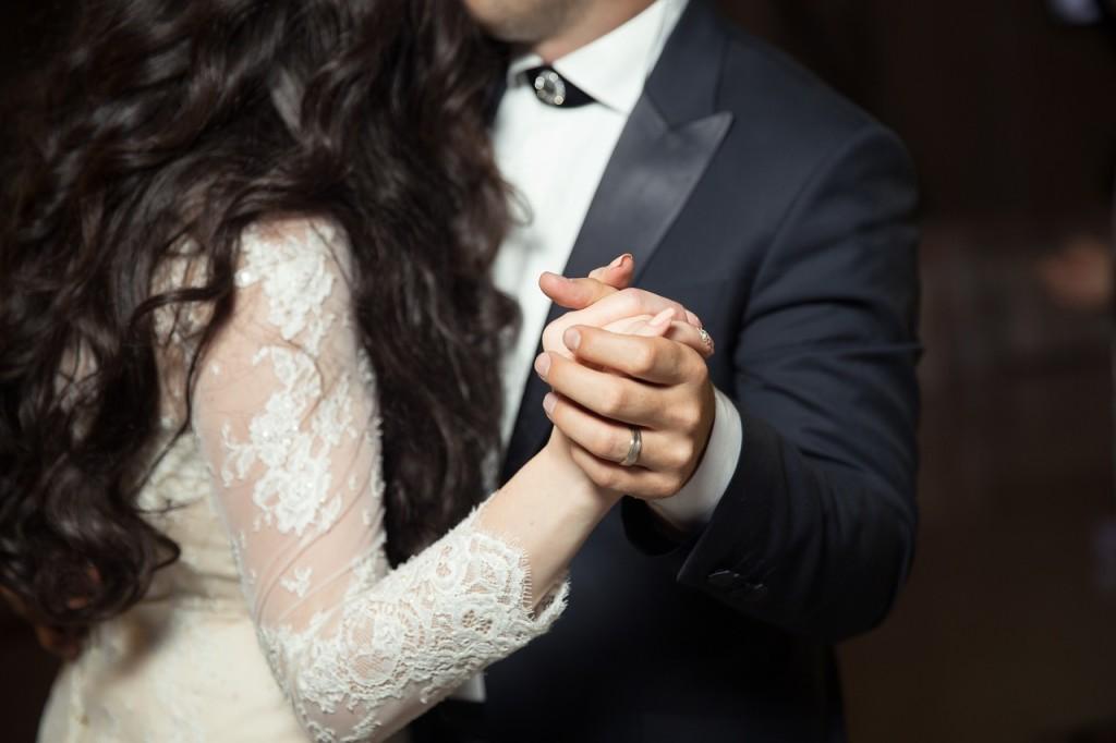 Für diesen besonderen Tag lohnt sich der Besuch eines Hochzeittanzkurses!