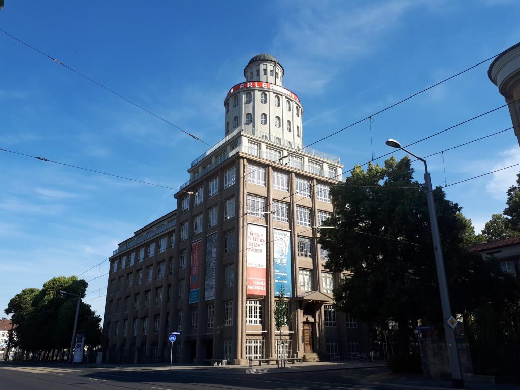Die Technischen Sammlungen mit dem Turmcafé am Pohlandplatz in Striesen.