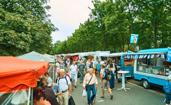 Der Wochenmarkt auf der Lingneralleeit der größte in Dresden. Hier findest du alles!