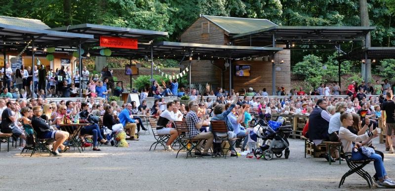 Der Biergarten beim Public-Viewing im Sommer.