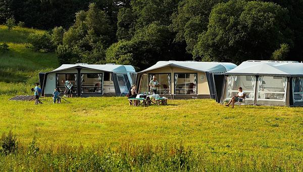 Auf allen Campingplätzen kann man natürlich auch mit dem Wohnmobil anreisen.