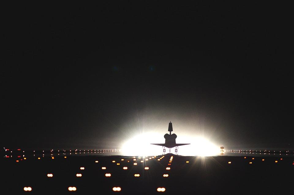 Eine Landebahn bei Nacht. ©pixabay