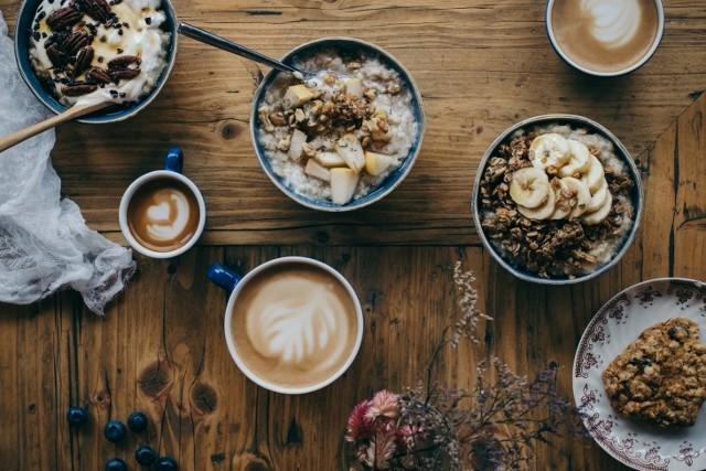 Geusndes Porridge mit evrschiedenen Toppings. (c)Haferkater Solène Roussel