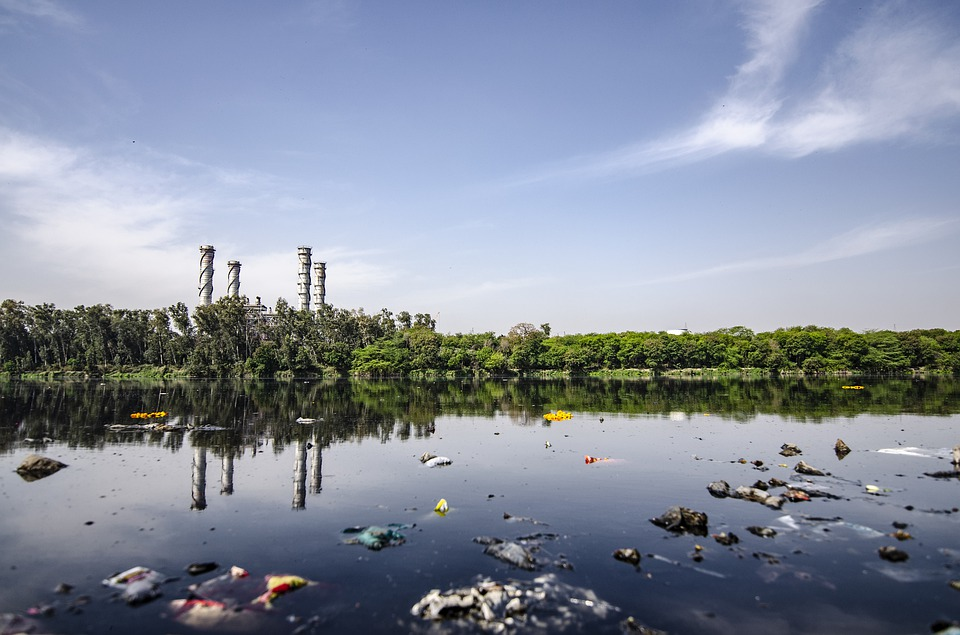 Der Müll in Flüssen und Seen häuft sich.