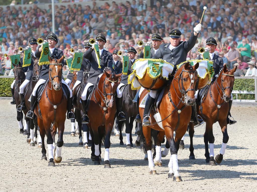 Eröffnung der Parade durch den berittenen Fanfarenzug. ©Sächsische Gestütsverwaltung