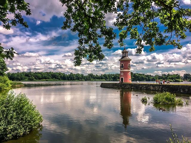 Der Leuchtturm zum Schloss Moritzburg.