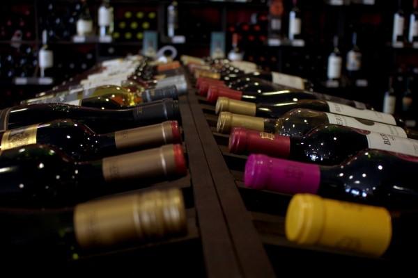 Weinhandlungen und Weinverkostungen.Weinauslage