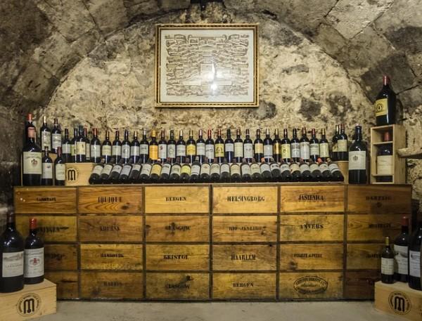 Weinhandlungen und Weinverkostungen.Weinkeller