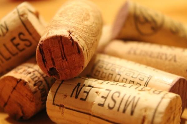 Weinhandlungen und Weinverkostungen.Korken