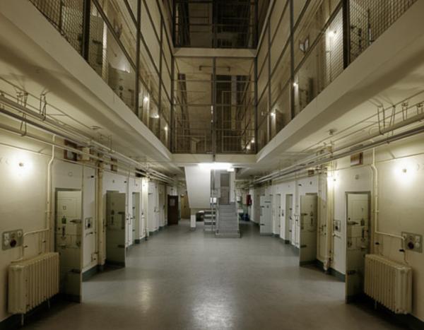 Zellentrakt in der ehem. Untersuchungshaftanstalt. Foto: Vichy Dresden