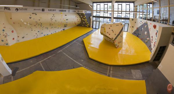 Die Boulderhalle in der Zeitenströmung garantiert einen Tag voller Spaß.